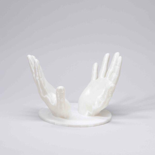 Haltende-Hände-Urnenständer
